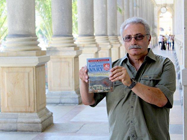 Karlovarský historik a spisovatel Stanislav Burachovič.