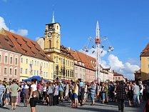 Tisíce lidí, hudba a pouťové atrakce. Tak ve zkratce vypadal svátek hudby v Chebu, zvaný Špalíček Fest. Na pódiu u historického Špalíčku se vystřídalo hned několik ikon české hudby.
