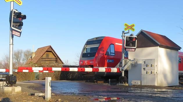 Zatím na trati Cheb - Norimberk musí jezdit dieselové vlaky. V budoucnu tu však má vzniknout elektrifikace.