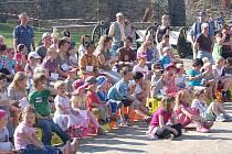 V pořadí již osmý ročník velikonoční akce s názvem Hod beránka se uskutečnil o víkendu v areálu Chebského hradu.