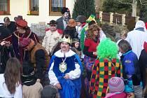 Staročeské i ´moderní´ postavičky se sešly v Milíkově, aby se zúčastnily už osmého ročníku masopustního reje.