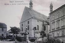Město Luby na historických pohlednicích - KOSTEL SVATÉHO ONDŘEJE dostal svou nynější podobu v roce 1856. V popředí stojí socha císaře Josefa.