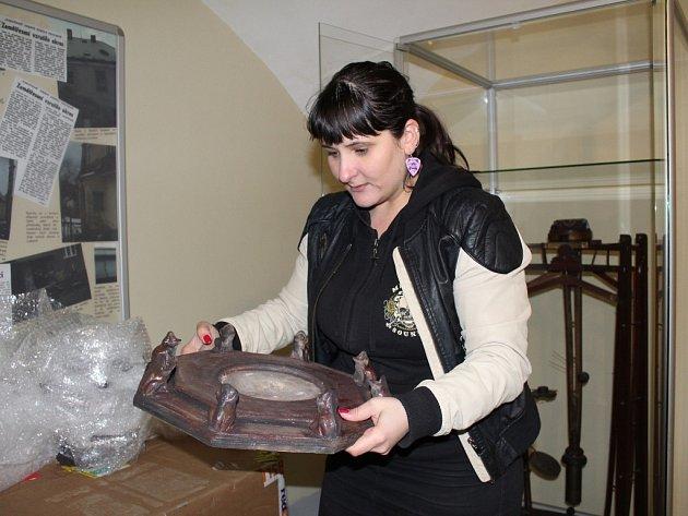 Seismoskopu a demonstrátor příčného a podélného vlnění. To jsou dva nové artefakty, které do vnitřních prostor jediného seismologického muzea na Chebsku ve Skalné umístili pracovníci Geofyzikálního ústavu Akademie věd v Praze.