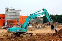 Krátké ohlednutí za výstavbou nového obchodního centra Dragoun v Chebu - dokončování OBI