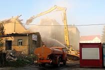 Krátké ohlednutí za výstavbou nového obchodního centra Dragoun v Chebu - bourání a oblaka prachu
