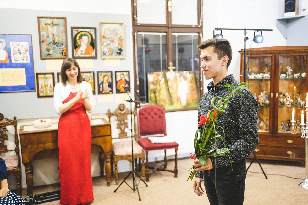 """Pavel Vondráček po křtu nejnovějšího alba """"Love Stories"""" v poděbradském Polabském muzeu (10. prosince 2019)."""