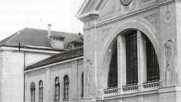 Honosná secesní hala starého chebského nádraží