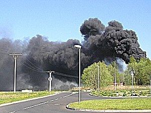 Oblaka dýmu z hořící ašské policejní střelnice