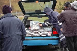 Celníci zabavili ve stáncích nelegální zboží za čtyřiatřicet milionů korun