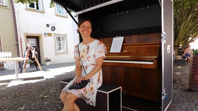 """Další projekt z Meganápadů je hotov. """"Piano pro všechny"""" autorky Miroslavy Neužilové se poprvé rozeznělo před veřejností."""