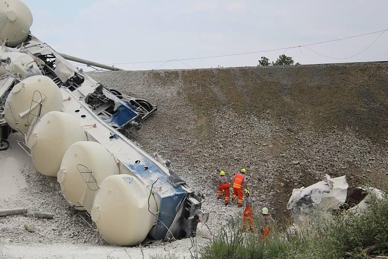 Vykolejený vlak u Mariánských Lázní.