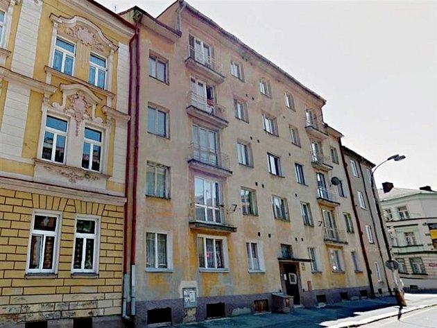 Celkem dvaadvacet bytů vznikne v letošním a příštím roce v léta opuštěném a prázdném domě v ulici Mánesova 23 v Chebu.