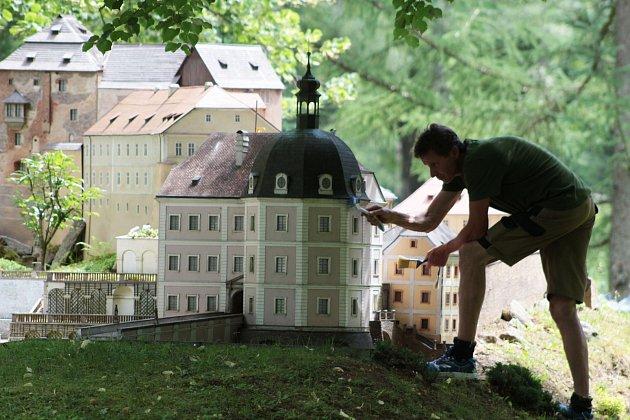 Velká rodina miniatur vparku Boheminium