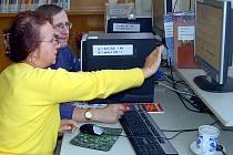 BŘEZEN – MĚSÍC INTERNETU OPĚT PŘINESE OBLÍBENÉ KURZY! V rámci Měsíce internetu připravili pracovníci Městské knihovny v Chebu opět oblíbené lekce internetu. Zúčastnění lidé si je pokaždé nemohou vynachválit.