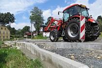Budování zcela nového chodníku v Hranicích omezilo dopravu automobilů.