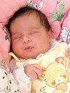 LAURA FEDÁKOVÁ si poprvé prohlédla svět v sobotu 24. října v 0.30 hodin. Při narození vážila 3 850 gramů a měřila 51 centimetrů. Doma v Kynžvartu se z malé Laurinky těší sourozenci Sabinka s Dušánkem, maminka Nikola a tatínek Dušan.