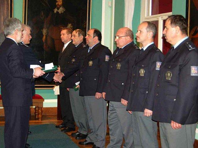 Ocenění převzali policisté ve Valdštejnské obrazárně chebského muzea