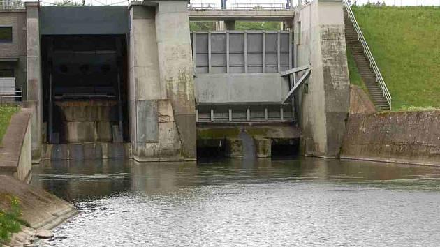 Hráz přehradní nádrže Skalka u Chebu