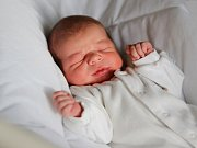 RADEK KLIMENT si poprvé prohlédl svět ve čtvrtek 28. ledna v 1.14 hodin. Při narození vážil 3 140 gramů a měřil 48 centimetrů. Maminka Jaroslava a tatínek Radek se těší z malého Radečka doma v Chebu.