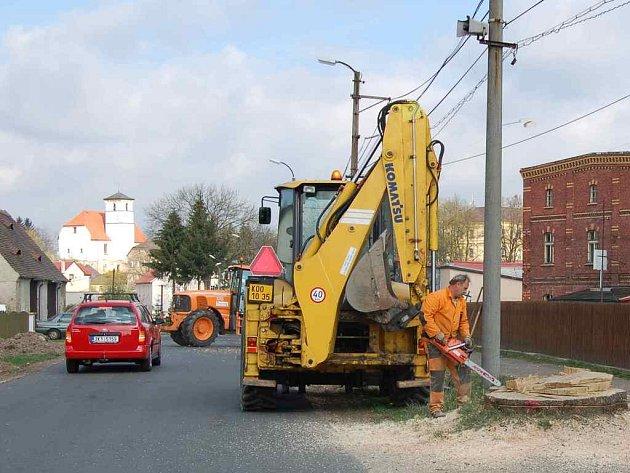 Hazlovská radnice nechala preventivně pokácet přestárlé stromy