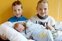 JOSEF HOLOTA si poprvé prohlédl svět v pondělí 20. října v 22 hodin. Při narození vážil 3 450 gramů a měřil 51 centimetrů. Maminka Eva a tatínek Jakub se těší z malého Josífka doma v Chebu.
