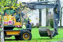 BAGRY začaly na chebském sídlišti Skalka budovat místo pro stovku nových parkovacích míst.