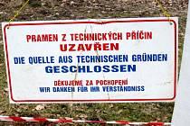 Sluneční pramen ve Františkových Lázních, který před časem poničili neznámí vandalové, je od minulého týdne opět v provozu.