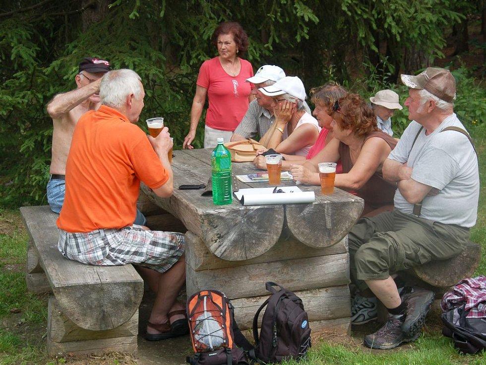 Pečené vuřty provoněly okolí Bismarckovy rozhledny na Zelené hoře v Chebu. Konal se tu již osmý ročník turistického dne.