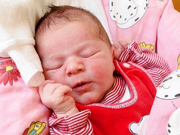 MARIE CHOVANCOVÁ se narodila v pondělí 6. července v 16.08 hodin. Na svět přišla s váhou 2 940 gramů a mírou 49 centimetrů. Z malé Marušky se těší doma v Chebu sestřička Janička spolu s maminkou Marií a tatínkem Zdeňkem.