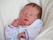 MATYÁŠ ŠEMRO se narodil ve čtvrtek 3. března v 4.40 hodin. Při narození vážil 2 990 gramů a měřil 49 centimetrů. Doma ve Skalné se z malého Matyáška raduje sestřička Alička spolu s maminkou Šárkou a tatínkem Radkem.