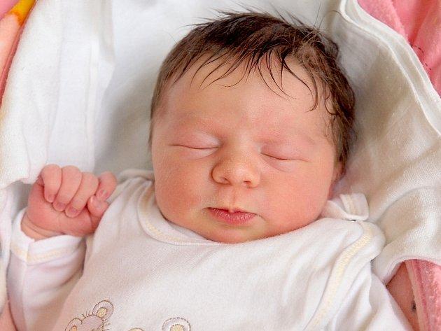 VANESSA ŠIVÁKOVÁ se poprvé rozkřičela ve středu 22. května v 19.32 hodin. Na svět přišla s váhou 3 300 gramů a mírou 50 centimetrů. Z malé Vanessky se těší doma v Aši sourozenci Sára se Sebastiánem, maminka Hana a tatínek Gustav.