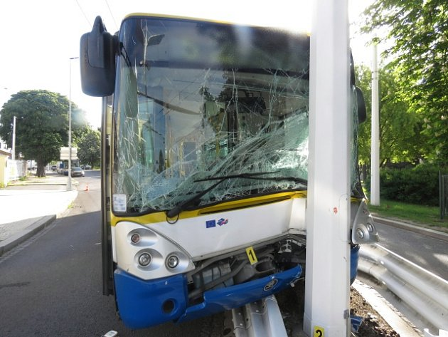 Při nehodě trolejbusu v Mariánských Lázních se zranili dva cestující.