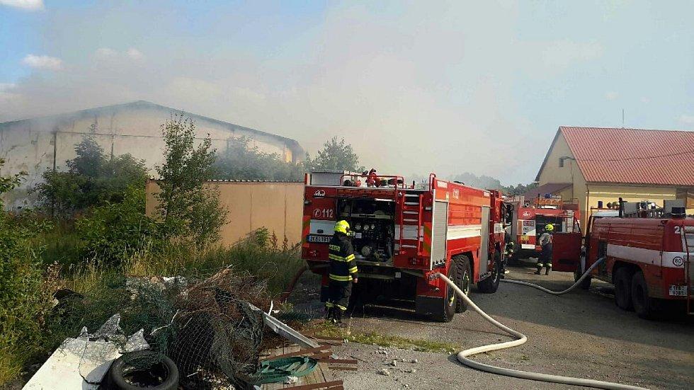 Z místa požáru v Drmoulu.