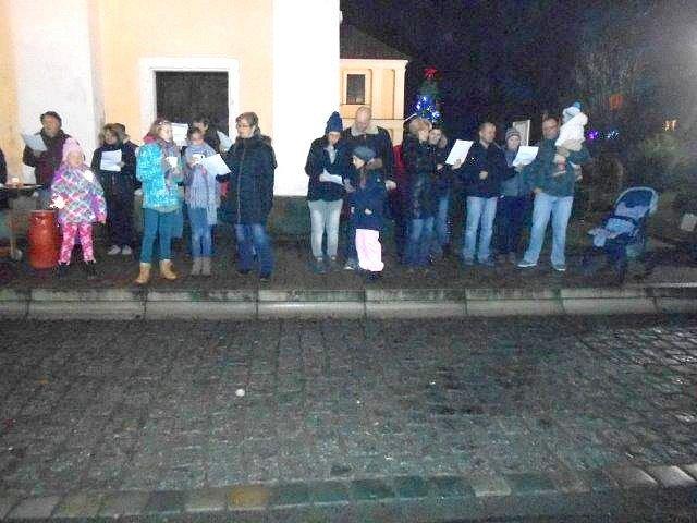 Česko zpívá koledy - i v Novém Kostele.