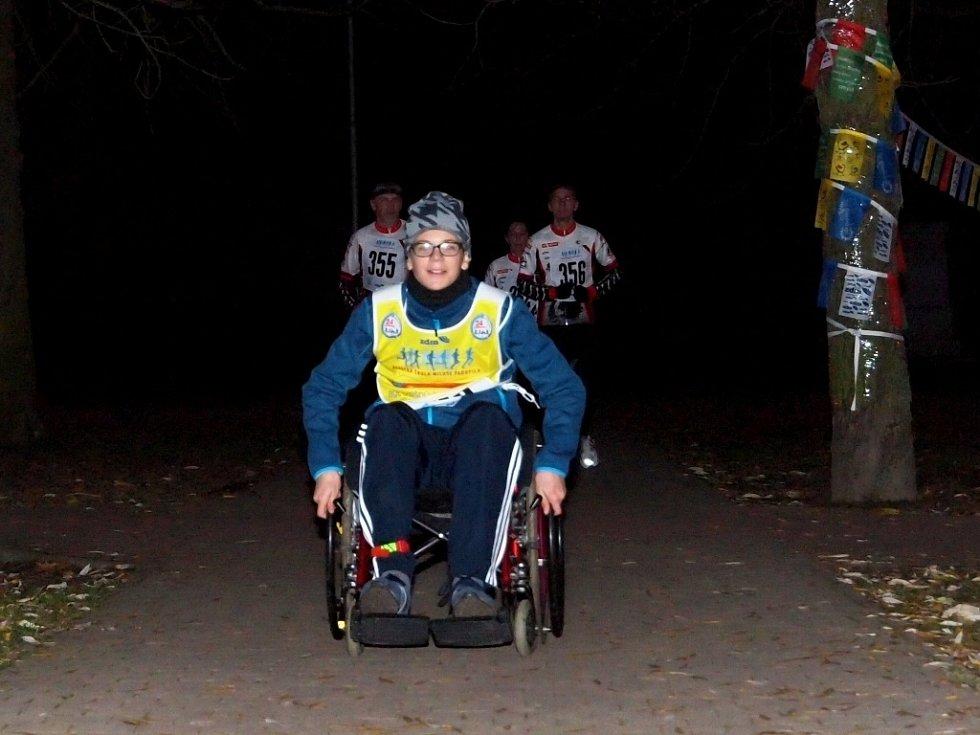 Na 1150 metrů dlouhou trať vyrazily o víkendu stovky běžců i chodců s dvojím cílem. Udělat něco pro své zdraví a současně pomoci dobré věci.