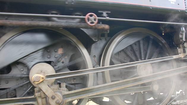 Historická parní lokomotiva řady 354 přezdívaná Všudybylka. Ilustrační fotografie.