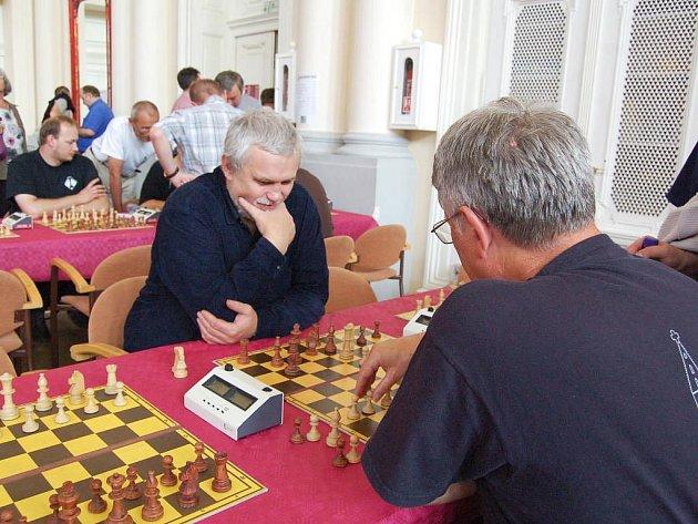 Šachový turnaj ve Františkových Lázních zpestřily živé šachy