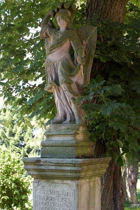 Tři Sekery - socha
