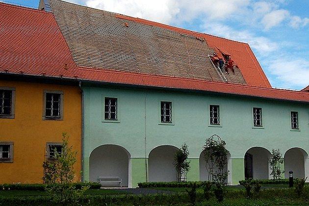 Oprava střechy Františkánského kláštera v Chebu
