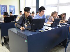 Na Gymnáziu Cheb se konalo krajské kolo prestižní dějepisné soutěže.