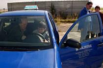 Chebští slabozrací a nevidomí - za volantem