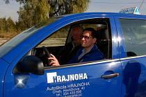 Chebští slabozrací a nevidomí Emil Miklos za volantem