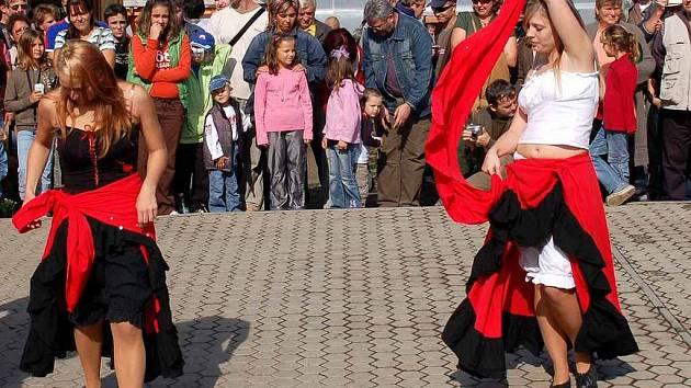 Westernový den v Třebeni country tance v podání pražské skupiny Calipso