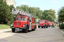 Historická hasičská technika, která se sjela do Františkových Lázní, zaznamenala velký zájem mezi kolemjdoucími.