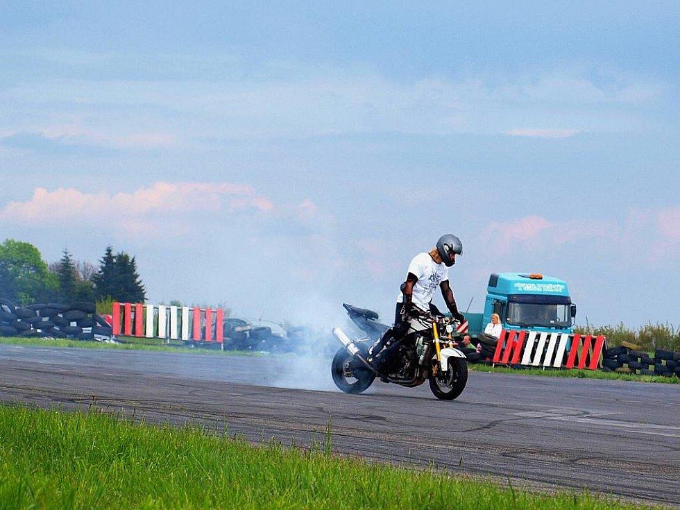 Na letišti Kříženec v Plané u Mariánských Lázní se konal další ročník Motoshow.