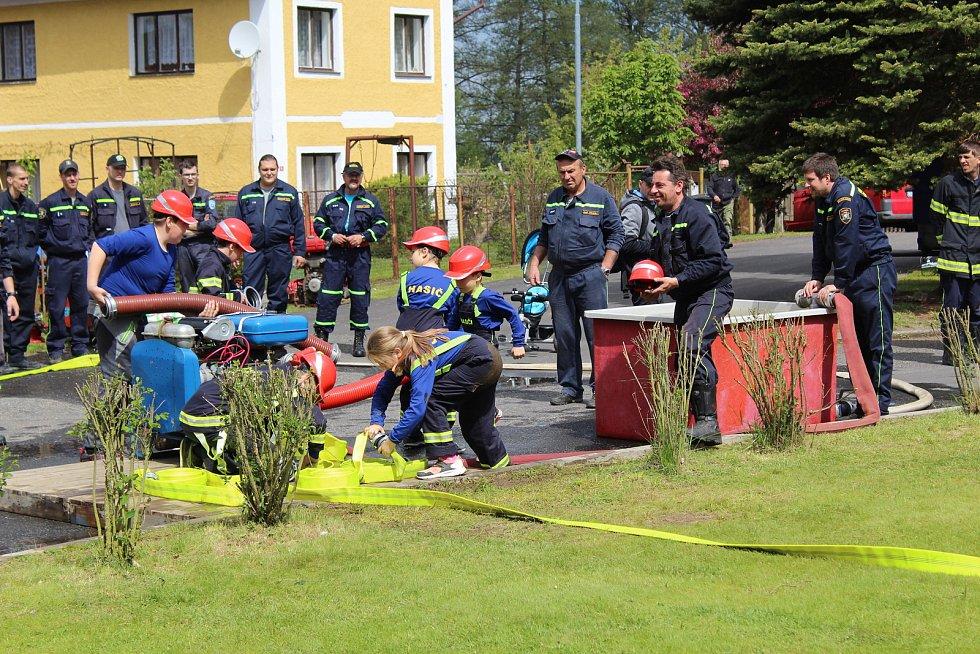 Milíkovští hasiči oslavili výročí založení. Oslavy byly o to sladší, že si na rok ponechají putovní sochu svatého Floriána.