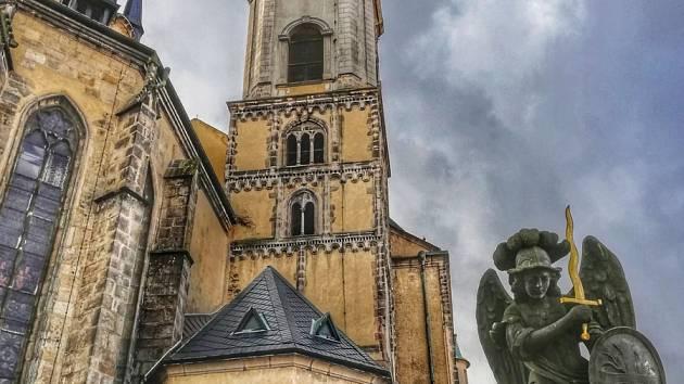 Kostel svatého Mikuláše a Alžběty vChebu.