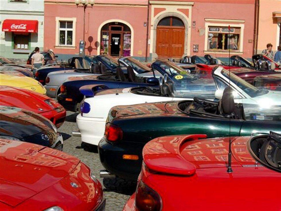 Setkání majitelů sportovních vozidel Mazda MX 5 v Chebu