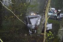 Řidič stříbrného osobního automobilu skončil po nehodě v nemocnici se zraněním.