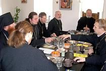 PRAVOSLAVNÍ KNĚŽÍ se společně sešli v budově nově vznikajícího monastýru Nanebevstoupení Páně v Těšově u Milíkova.